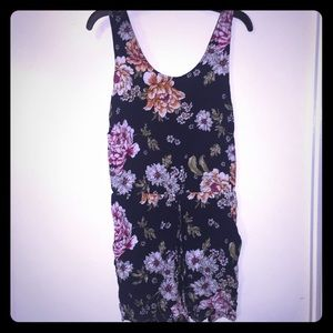 A floral jumpsuit with pockets !
